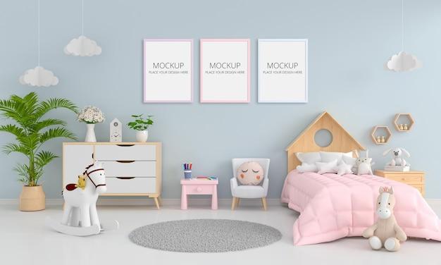 Interior de dormitorio infantil azul con maqueta de marco