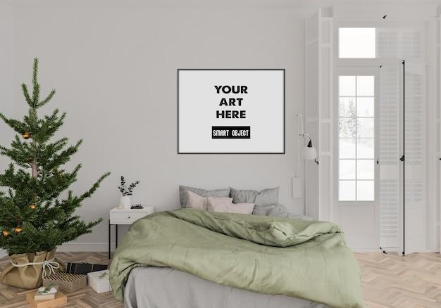 Interior navideño con maqueta de marco en dormitorio
