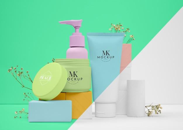 Intero set di bottiglie di prodotti di bellezza mock-up