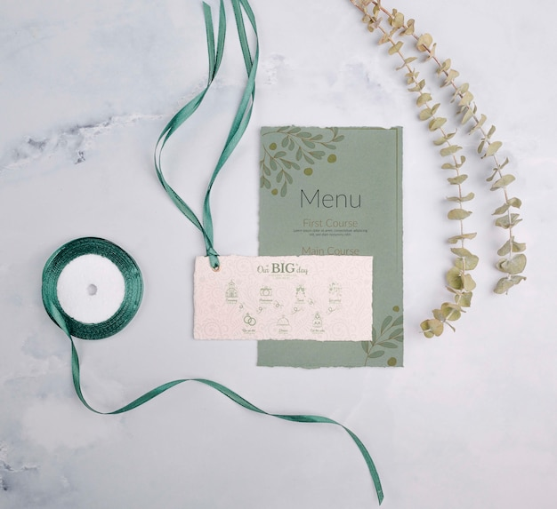 Invitación de boda con cinta verde