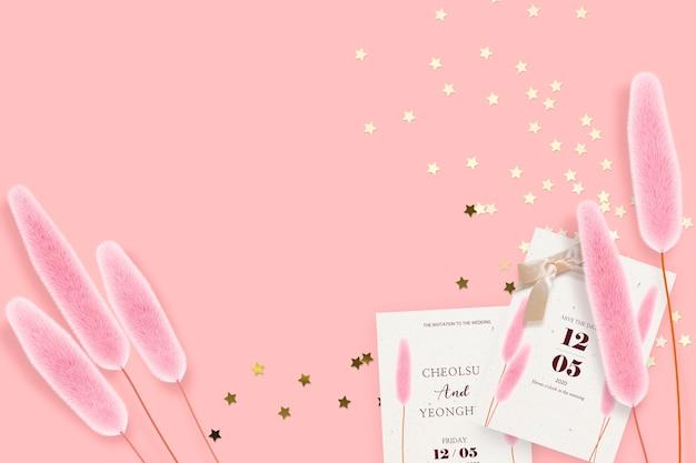 Invitación de boda sobre fondo rosa