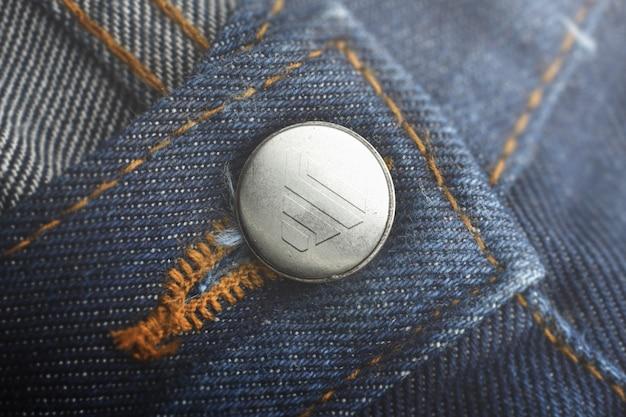 Jeans con botones y maquetas con logo