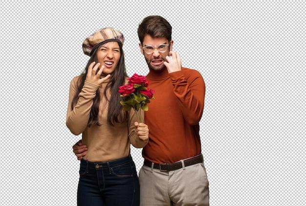 Jong koppel in valentijnsdag boos en boos