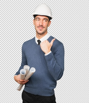 Jonge architect die met zijn vinger richt
