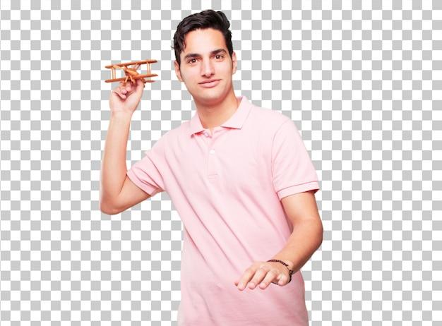 Jonge knappe gebruinde man met een houten vliegtuig