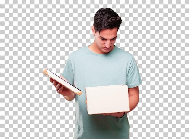 Jonge knappe gebruinde man met een vintage doos