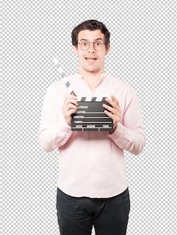 Jonge man met een clapperboard