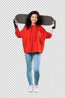 Jonge skatervrouw met rood sweatshirt