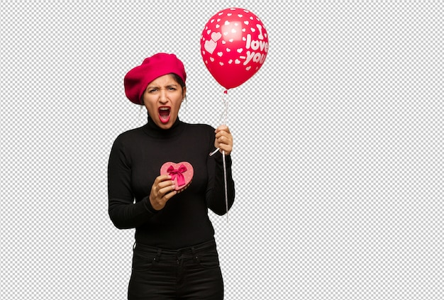 Jonge vrouw in valentijnsdag die zeer boos en agressief gilt