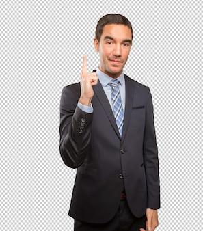 Jonge zakenman die met zijn vinger richt