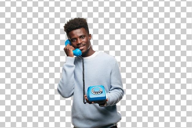 Jonge zwarte man spreken met een vintage telehpoon