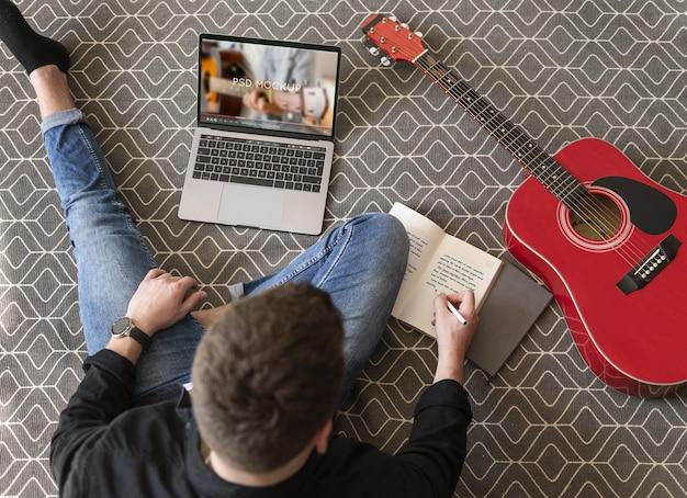 Jongeren en hun hobby's thuis