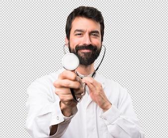 Jovem médico com estetoscópio