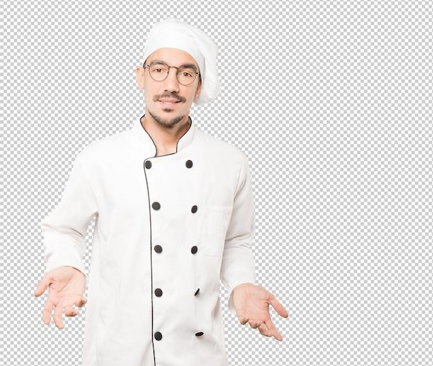 Joven chef sorprendido mirando gesto