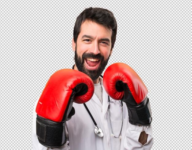 Joven médico con guantes de boxeo