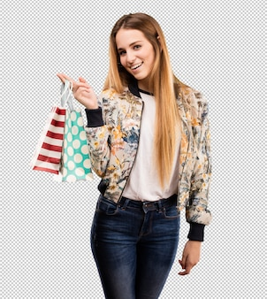 Joven mujer rubia de compras