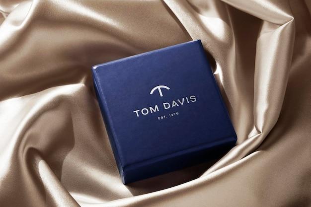 Joyero de lujo con maqueta de logotipo