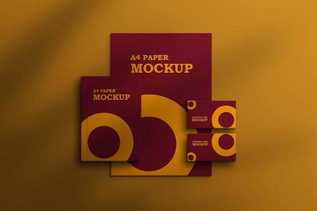 Juego de papelería con maqueta de papel kraft premium psd