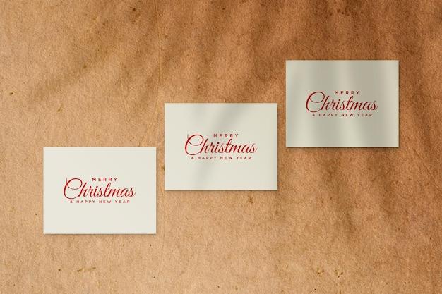 Kaartmodel krijgen met kerstconcept psd met schaduw van palmbladeren