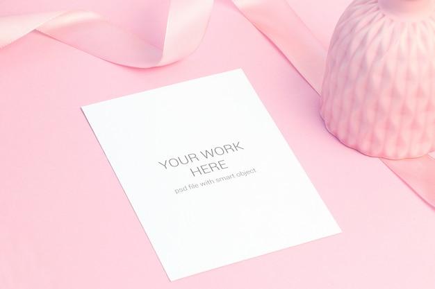 Kaartmodel op roze lijst