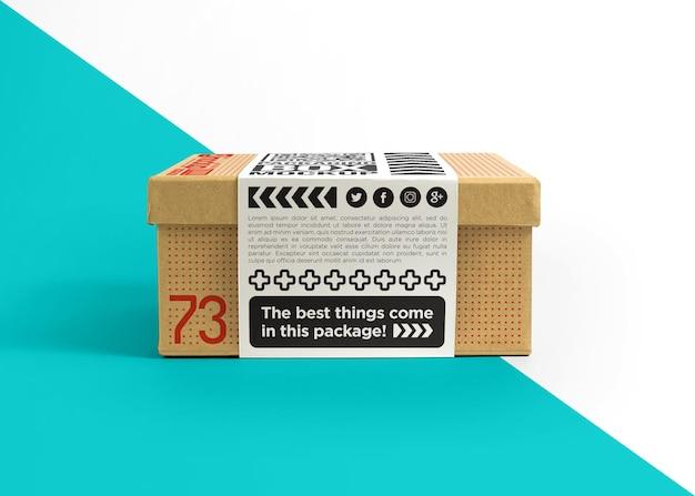 Kartonnen doos met stickermodel sticker