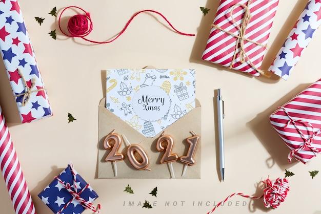 Kerst achtergrond met geschenkdozen en mockup brief aan de kerstman.