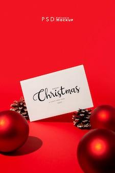 Kerst achtergrond met harde verlichting op rood