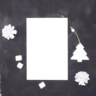 Kerst briefpapier mockup kaart op zwarte tafel Premium Psd