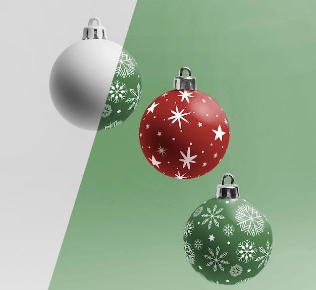 Kerstbollen met sneeuwvlokken