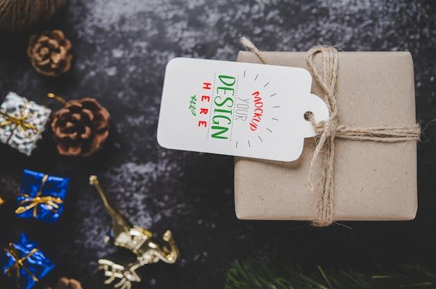 Kerstcadeau-tag op geschenkdoos