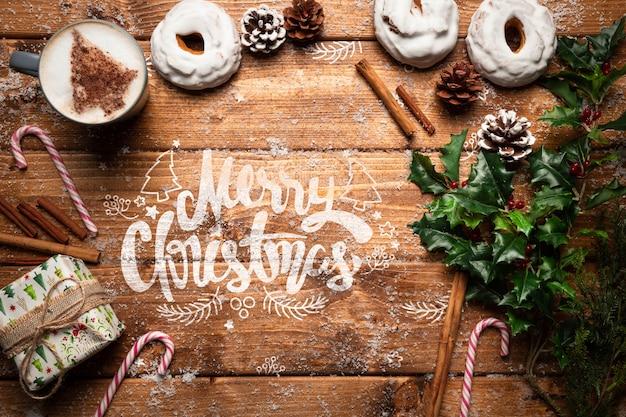 Kerstdecoratie en snoepjes met kopie ruimte