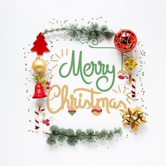 Kerstmiselementen die vrolijk kerstmisconcept omringen