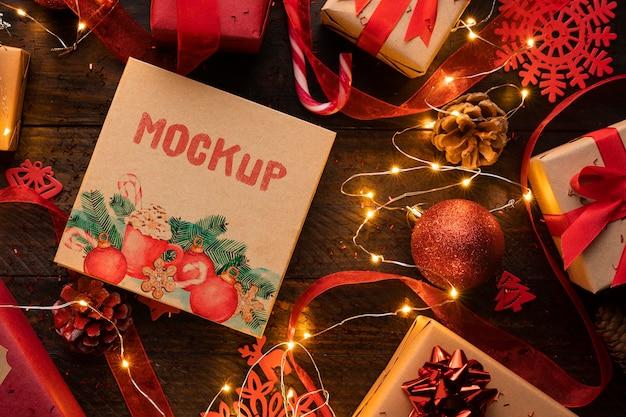 Kerstmodel met winterverlichting en decoratie