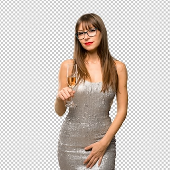 Kerstvakanties. vrouw die een lovertjeskleding met champagne draagt die nieuw jaar 20 viert