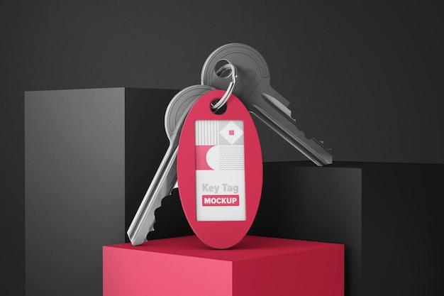 Key-tag met twee sleutels op mockup met gekleurde kubussen