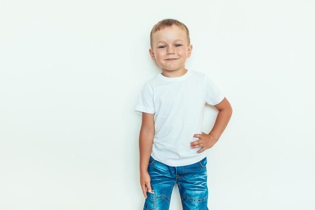 Kinder t-shirt kledingmodel