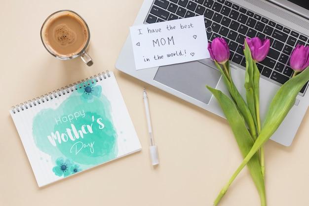Kladblok mockup met moeders dag concept