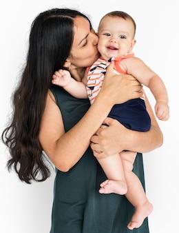 Kleine saamhorigheid moeder glimlachend samen zoon