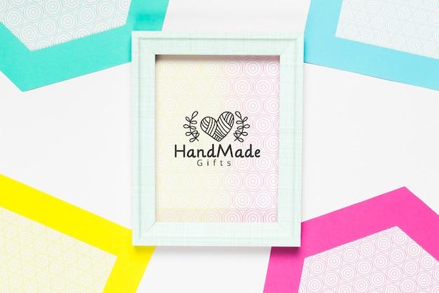 Kleurrijk handgemaakt frame met mock-up