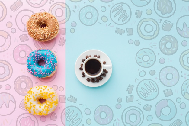 Kleurrijke donuts en zwarte koffie