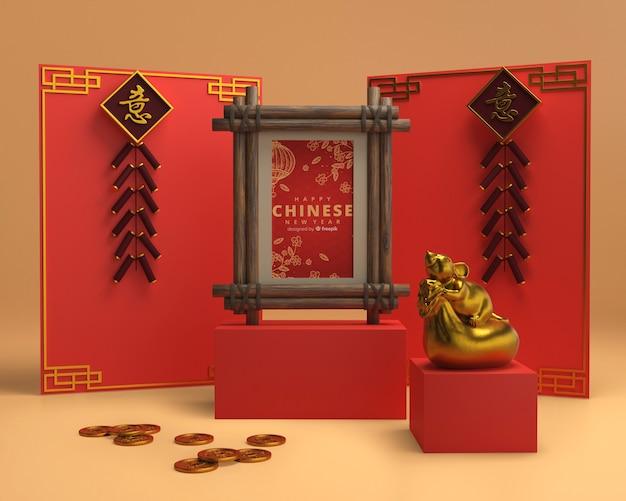 Kleurrijke ornamenten op muur voor nieuw jaar
