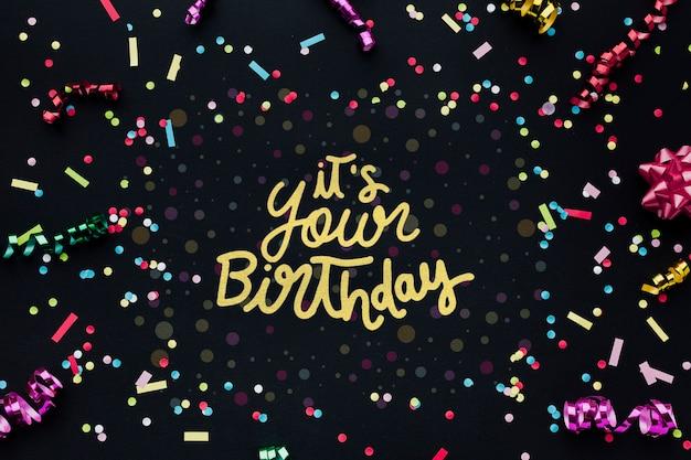 Kleurrijke verjaardag belettering met confetti