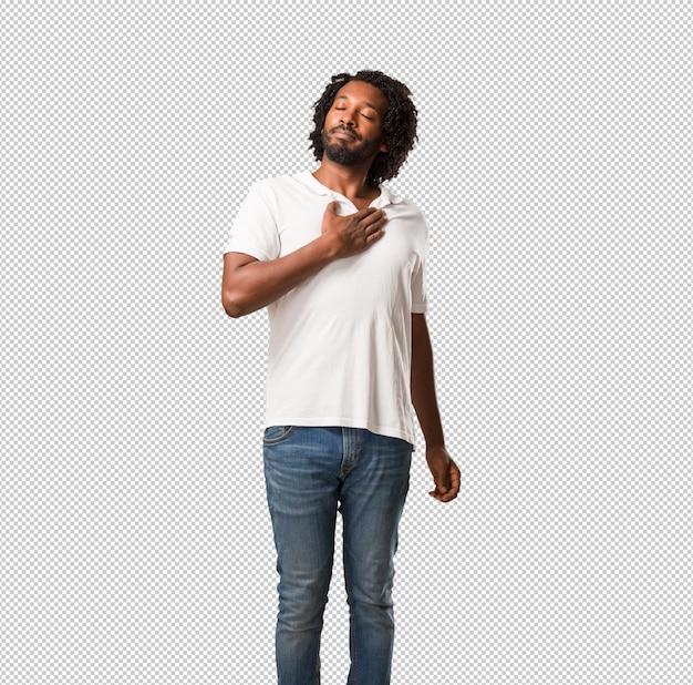 Knappe afro-amerikaanse trots en zelfverzekerd, wijzende vingers, voorbeeld te volgen