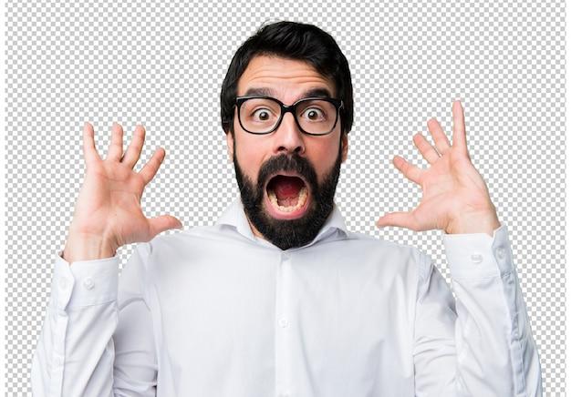 Knappe man met een bril maken verrassing gebaar