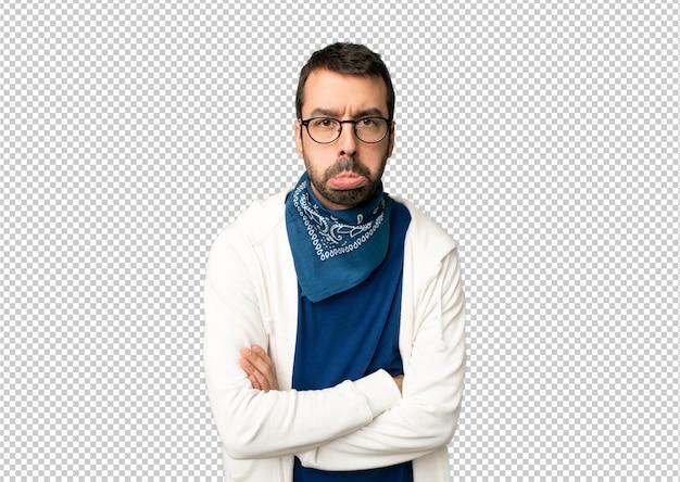 Knappe man met een bril met droevige en depressieve expressie