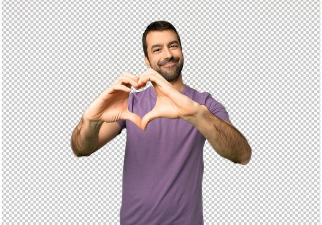 Knappe mens die hartsymbool maakt door handen
