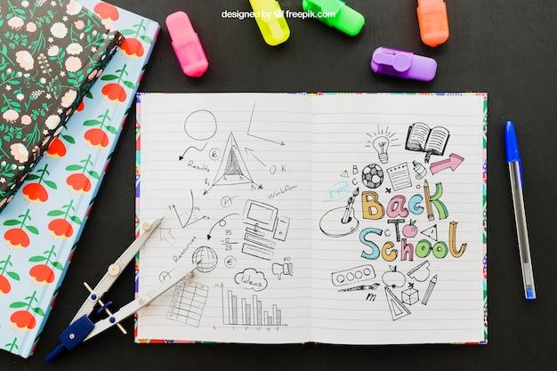 Koele tekening op notitieboekje en schoolmateriaal