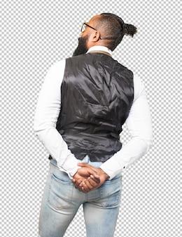 Koele zwarte man achteruit