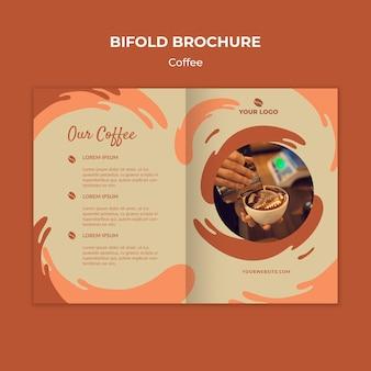 Koffie concept tweevoudige brochure mock-up
