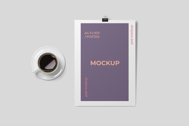 Koffie en a4 flyer mockup